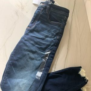 NWT American Eagle jegging Jeans. Distressed 10